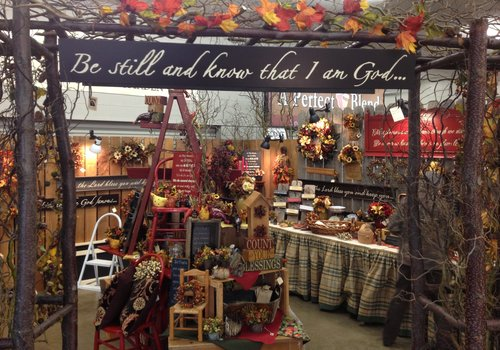 Gallery surroundings lynden for Vendors wanted for craft shows 2017